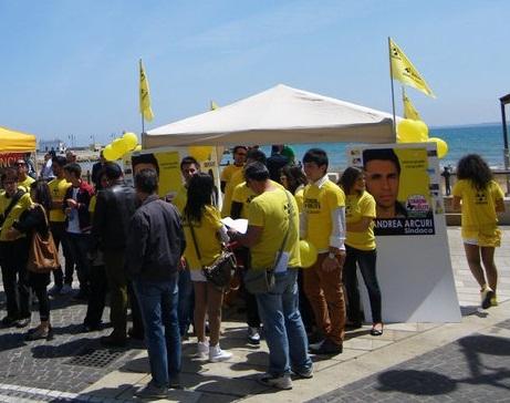 La politica si fa tra la gente: Stanchi dei Soliti sul lungomare di Crotone