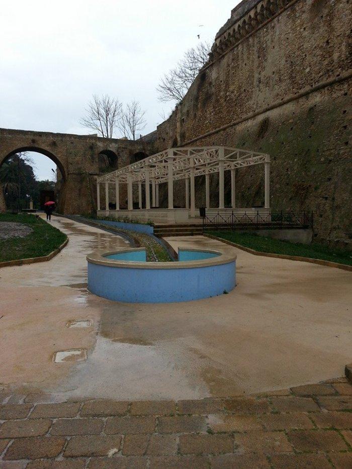 Piazza Lavatorio -  Fossato Castello Carlo v Crotone