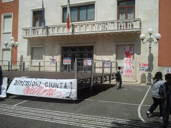 1 maggio Crotone dimissioni giunta vallone