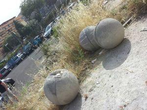 Pallaedi cemento sradicata -Lungomare di Crotone